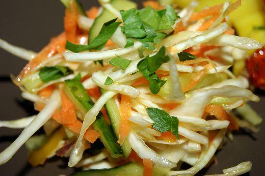 salat-iz-svezhej-kapusty-2