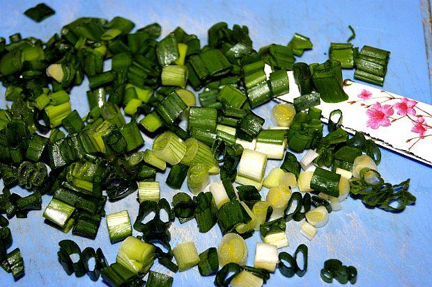 aromatnoe-kartofel-noe-pyure-s-zeleny-m-lukom-5