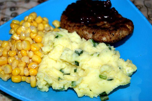 aromatnoe-kartofel-noe-pyure-s-zeleny-m-lukom-9